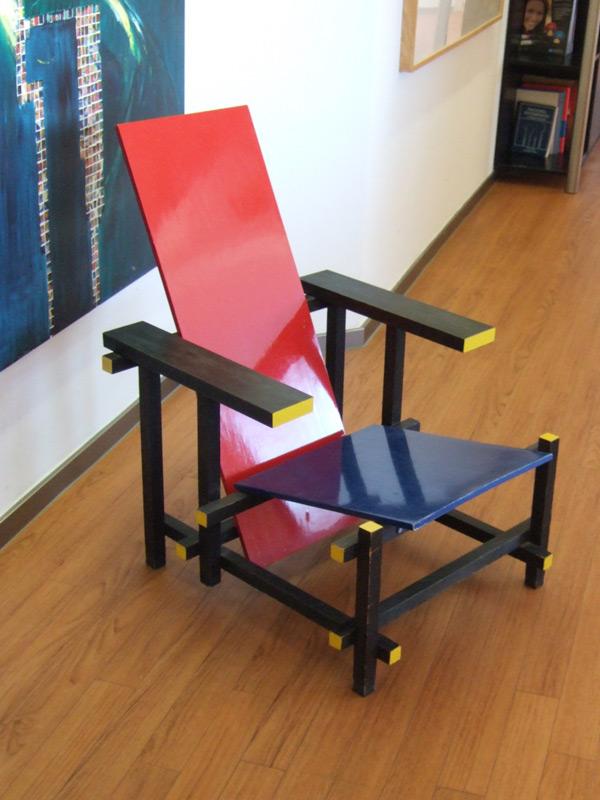 Rot blaue stuhl von gerrit thomas rietveld stuhlwelt - Rot blauer stuhl ...